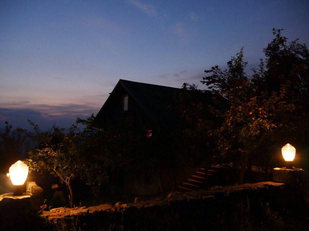 foto Vila Crhalj genomen bij zonsondergang