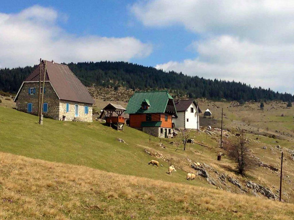 foto van boerderijen in montenegro
